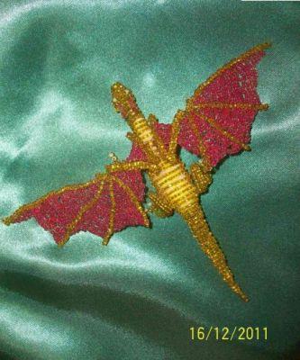 Бисер (желтый, красный, белый).  Дракон -символ 2012 года.  Я покажу, как сделать дракона из бисера своими руками.