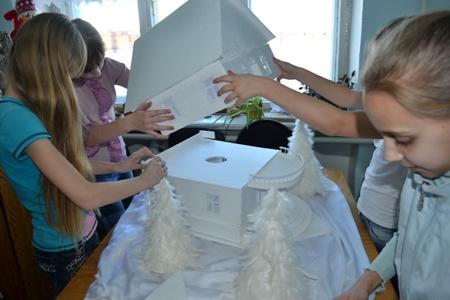 Домик из потолочной плитки своими руками для детского сада
